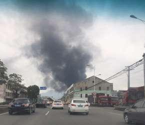 汀田一厂房大火 浓烟几十公里外可见