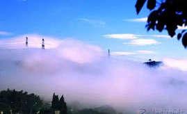 云雾缭绕下的湖岭梯田