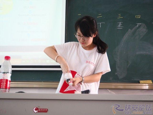 格式工厂老师教孩子制作净水瓶.jpg