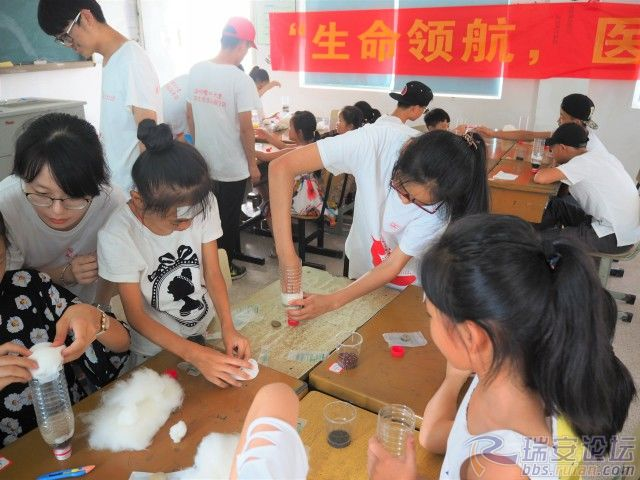 格式工厂孩子们动手制作净水瓶.jpg