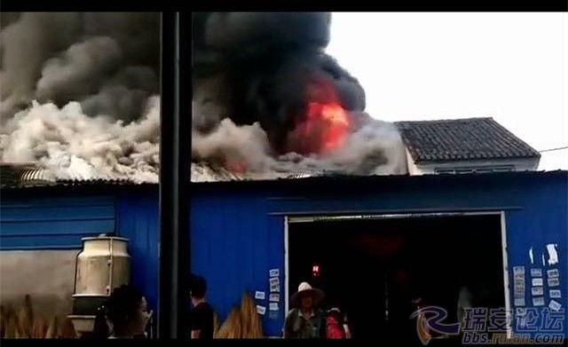 国际娱乐城线上赌博:7月半烧纸钱,云周一村民把自家房子烧了……(内有视频)