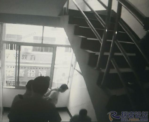 重庆时时彩组六稳赚:瑞安大盗边逃边叫人抱民警,最后悲剧了...