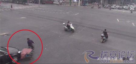 北京赛车app注册平台:温州一菜农骑车刮了轿车没带钱_小伙支付400元解围默默离开