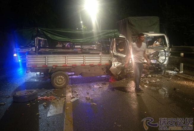 pk10最牛稳赚模式4码:瑞安高楼发生山体塌方,致两车相撞3人受伤