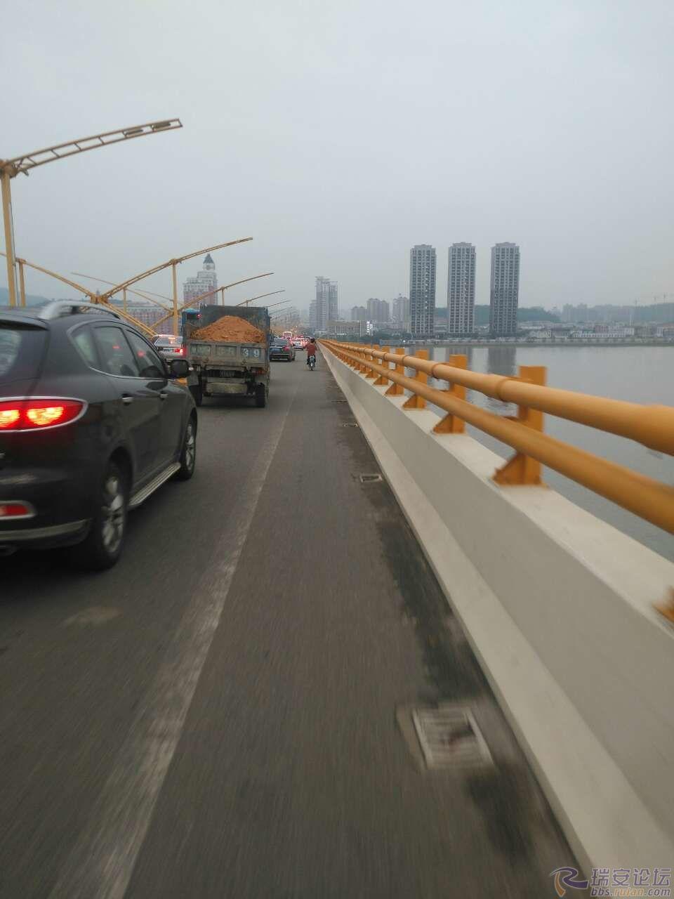 pk10平刷稳赚攻略:拥堵的飞云江大桥
