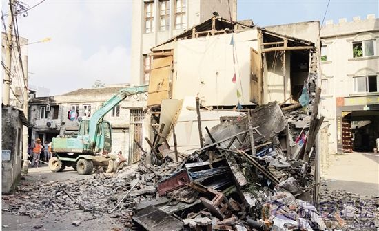 幸运彩票注册:瑞安一民房被大货车撞成危房 原拆原建