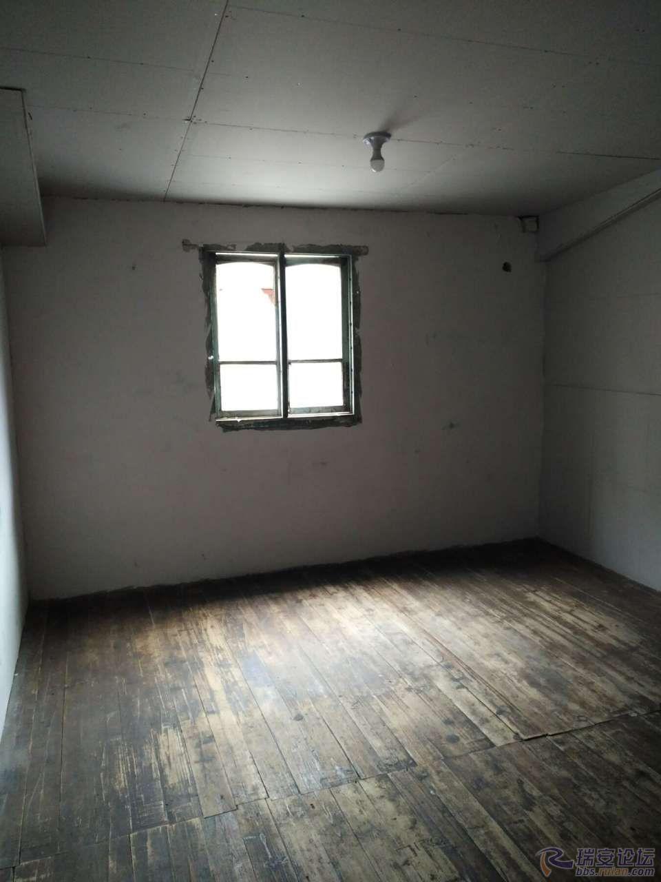 楼上做卧室,适合小家庭